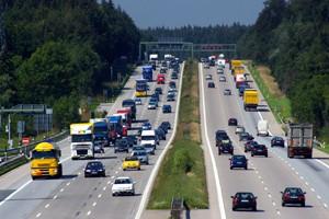 Autobahn_A8_bei_Holzkirchen